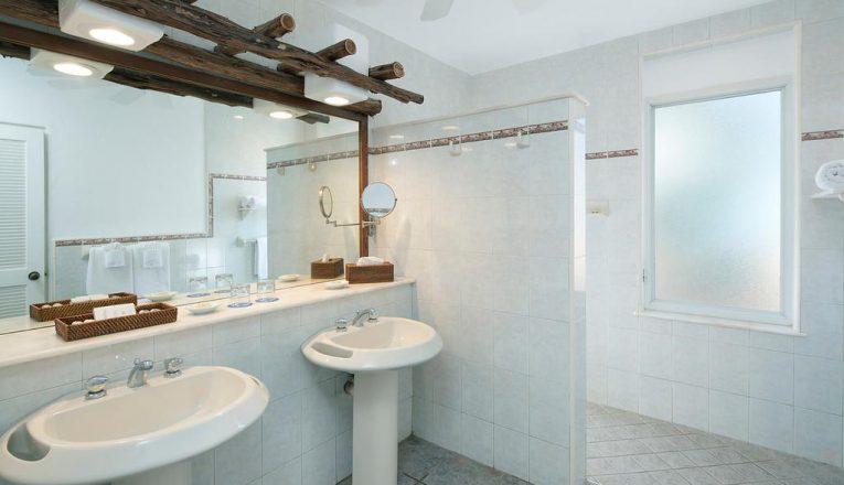 deluxe-bathroom-2-xl-2