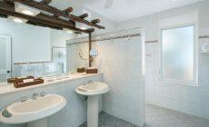 deluxe-bathroom-2-xl