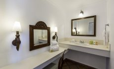 oceanview_bathroom1-_r