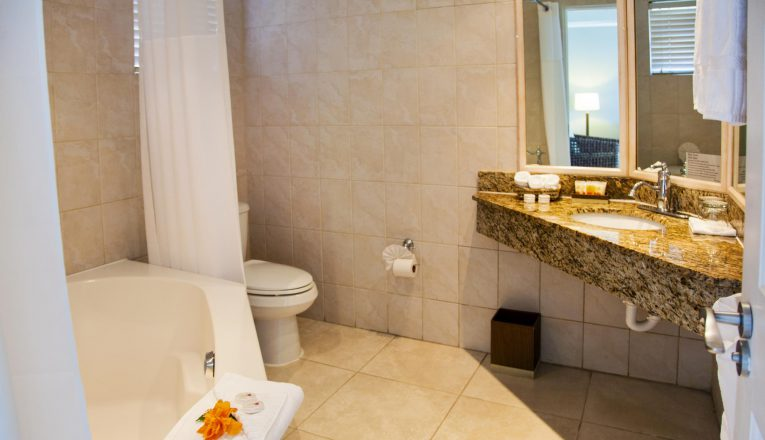 stjamesclubmorganbay-1-bedroom-suite-bathroom-i