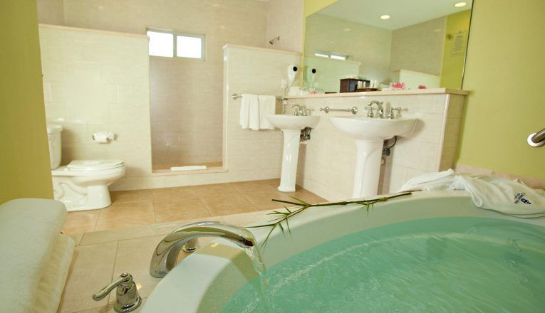stjamesclubandvillas_royalsuite_bathroom