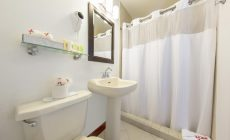 waterfron_bathroom1-_rjpg