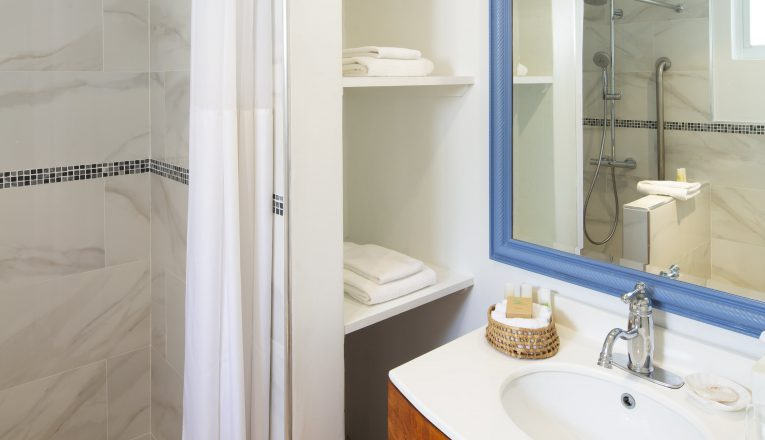 gardenview_1bed_bathroom_ret-min