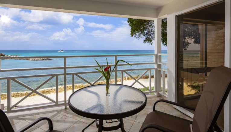 oceanview_largebed_balcony