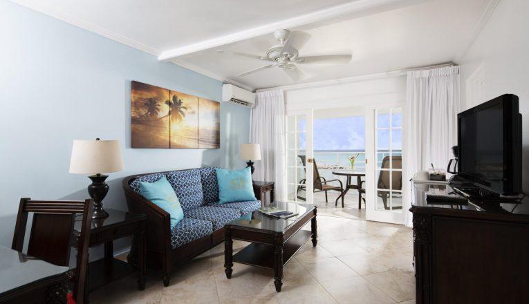 oceanview_largebed_livingroom